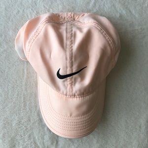 Nike Accessories - Nike Featherlight Dri Fit Cap